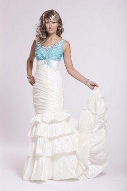 Bílé společenské nebo svatební šaty